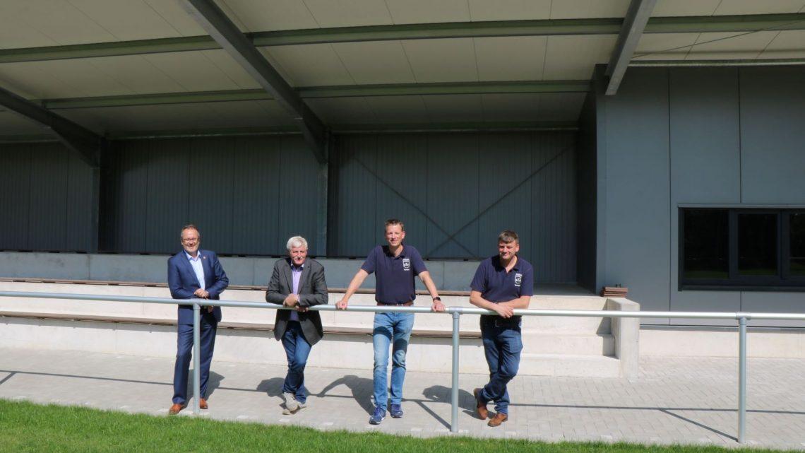 Bürgermeister Knurbein besucht neuen Hauptplatz mit Tribüne